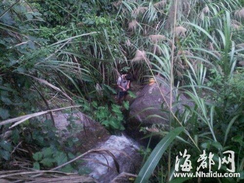 学生网上找鼓岭登山路线 误入坑爹荒路跌入深涧