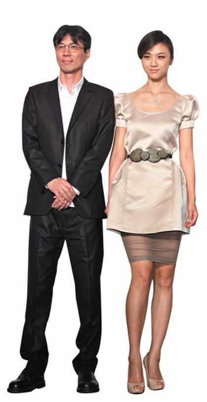 汤唯和金泰勇两人因为拍摄《晚秋》初识。图为两人2011年在台北宣传电影时。 图CFP