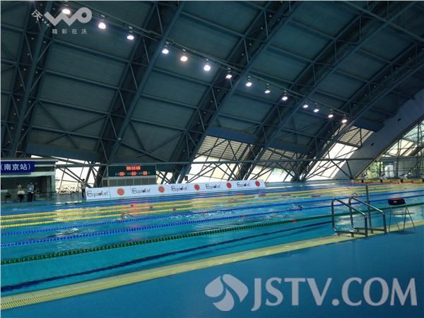 奥体中心总建筑面积约40万平方米,由主体育场,热身场,体育馆,游泳馆