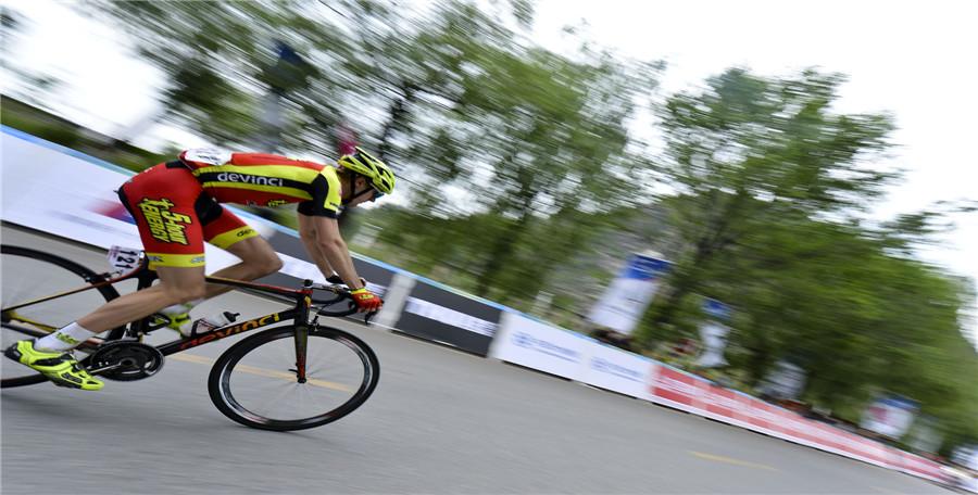 环青海湖国际公路自行车赛第二赛段赛况(组图