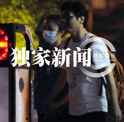 独家:汤唯金泰勇北京含情牵手。【点击查看组图】
