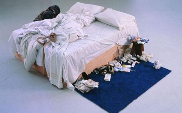 翠西・爱敏《我的床》