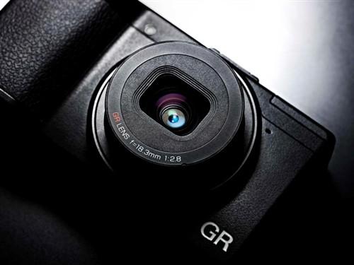 理光GR 数码相机 黑色(1620万像素 3英寸123万像素液晶屏 23.7×15.7mm CMOS)数码相机