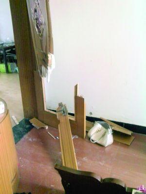 6月1日当天,刘讯家卧室门被破坏后现场照片 当事人供图