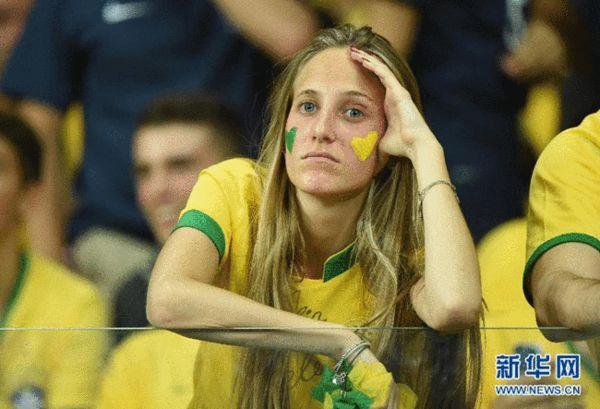 巴西1-7惨败德国 巴西球迷现场痛哭流涕(图)