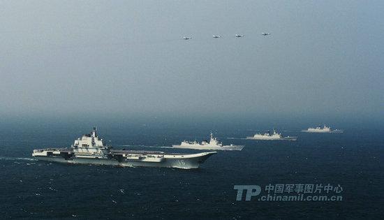 期间中国海军以辽宁号航空母舰为主编组了大型远洋航空母舰战斗
