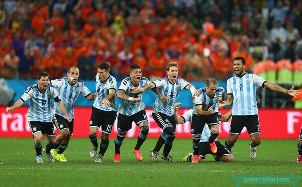 热议:前国脚称点球对双方最公平 名博期待梅西