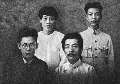 鲁迅/鲁迅兄弟合影(后排左一为许广平)