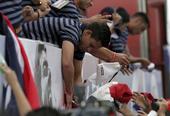 高清图:哥斯达黎加回国总统迎接 享受英雄待遇