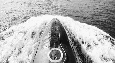 潜艇出海。