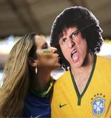 高清图:巴西美女献吻路易斯 靓妹变身最美裁判