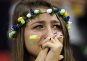 又哭了!美少女梨花带雨 巴西惨败球迷痛心(图)