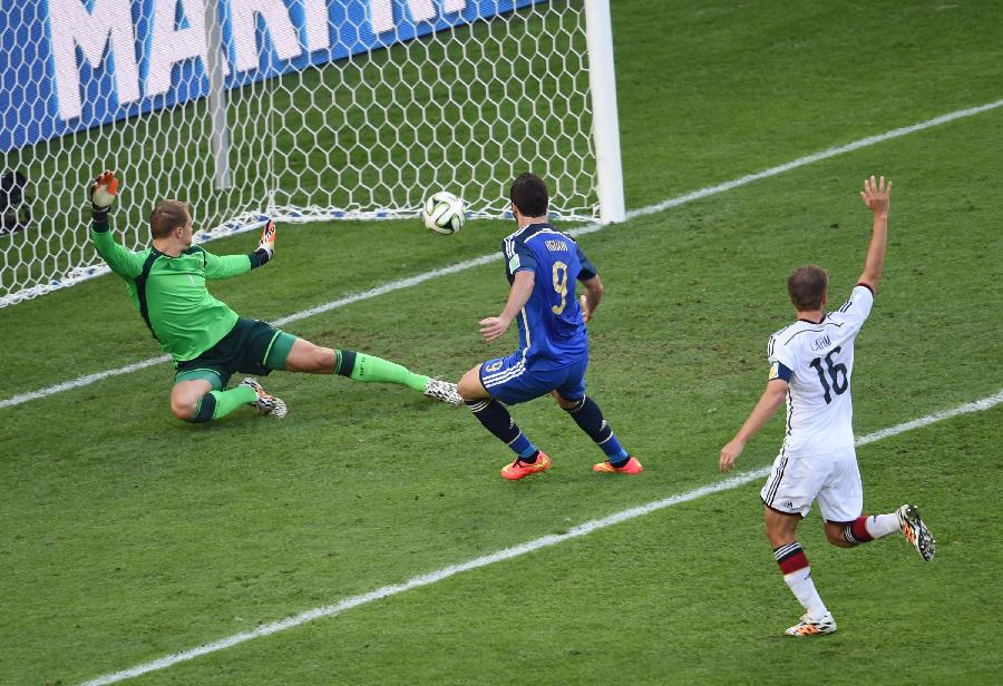 (世界杯)足球--伊瓜因进球被判无效(图)