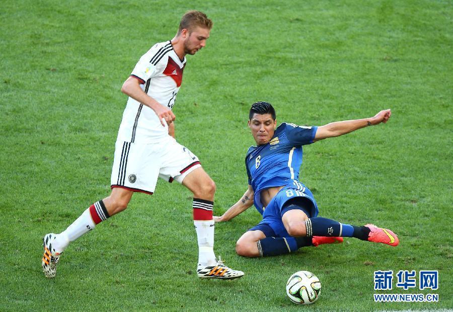 巴西世界杯决赛德国和阿根廷90分钟不分胜负,加时赛下半时阶段,德国队88分钟替补上场的格策在113分钟进球绝杀,德国队也凭借这个进球夺得了历史上第4座世界杯冠军奖杯。
