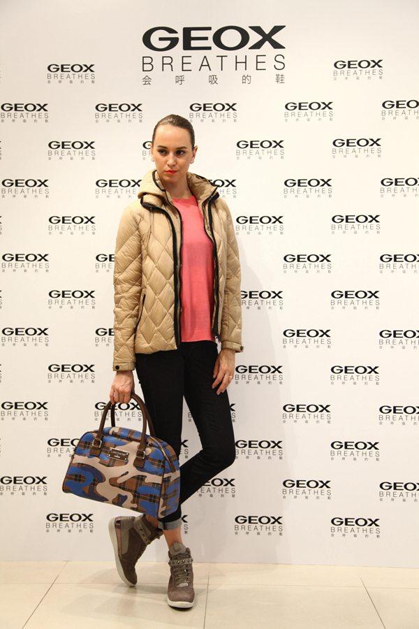 GEOX 2014秋冬新品会上model展示新品