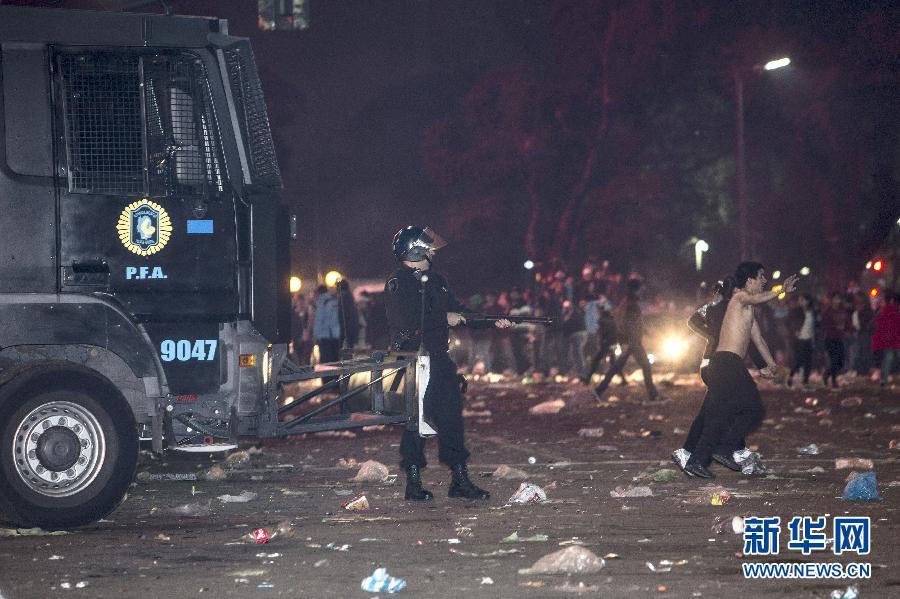阿根廷人世界杯狂欢时发生骚乱