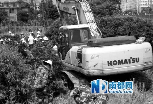 有网友日前发帖称,江西萍乡市湘东镇发生暴力征地事件,并公布了现场图片。