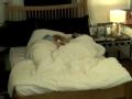 《Jessica&Krystal片花》水晶西卡床上密语秀亲情 姐妹情深羡煞旁人