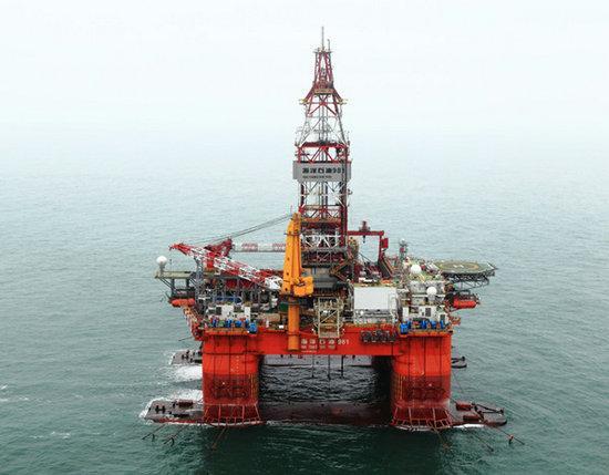 资料图:正在西沙群岛海域作业的海洋石油981平台。