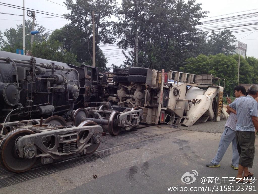 火车撞汽车图片高清图片