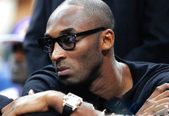 NBA球星科比也是黑人的造型典范 钻石不离身