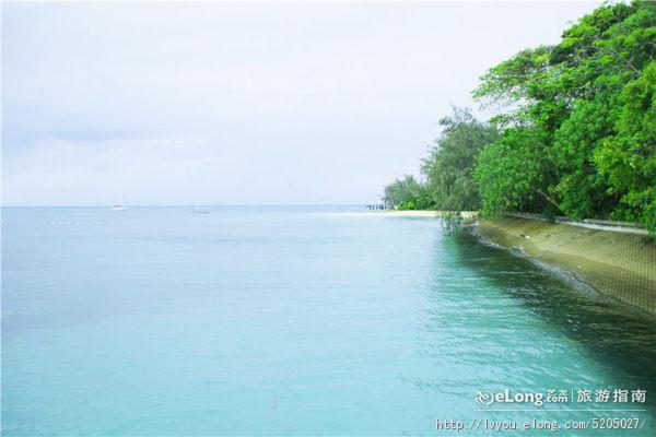 大堡礁水域共约有大小岛屿630多个,其中以绿岛,丹客岛,磁石岛,海伦岛