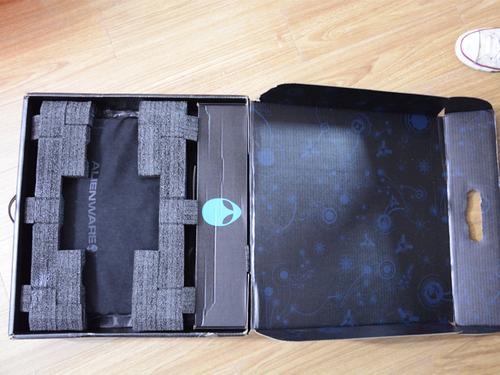 打开箱子,保护的非常严实