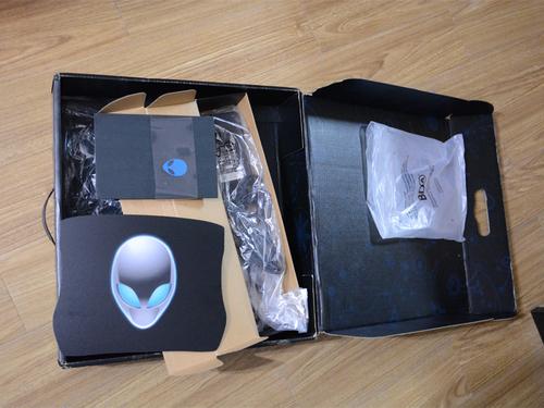 送了一个鼠标垫和一个小册子,里面有系统盘和驱动盘