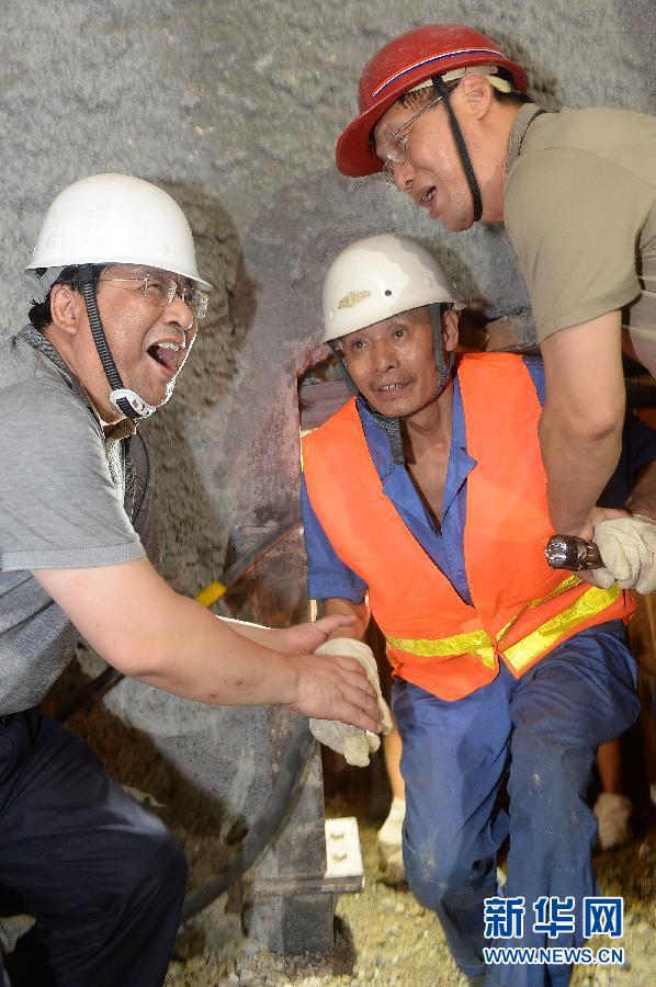 中铁隧道云南事故_云南富宁隧道坍塌事故14名被困人员成功获救(组图)-搜狐滚动