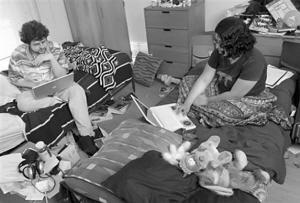 """连日来,一张疑似南京航空航天大学教务处""""关于本科生宿舍管理试行男女合住的通知""""照片在网络流传,引发关注。"""