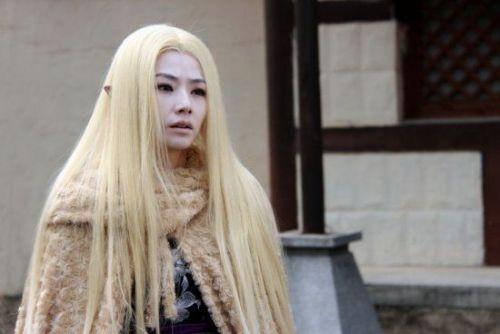 杨幂 胡歌/陈怡蓉,我想说电视剧版的佩蓉显得更加高贵柔美,纯白色的长裙...