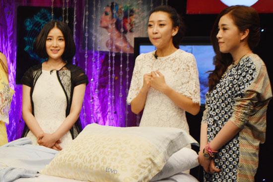 王碧儿录制时尚节目 大谈家居品质生活