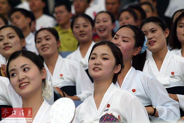 资料图片:朝鲜拉拉队。新华社记者张利摄