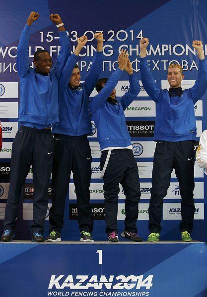 图文:2014击剑世锦赛 法国男队夺冠