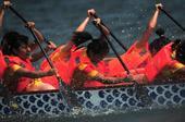 图文:国际名校赛艇赛武汉举行 武大队员尽全力