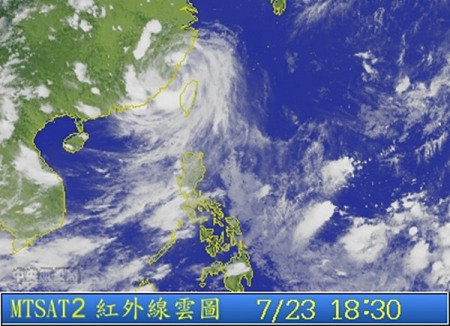 """23日晚间雨带就落在澎湖。 台湾""""东森新闻云""""图"""