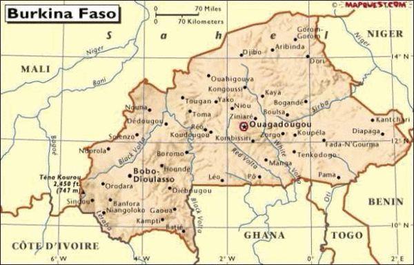 飞机失事地点布基纳法索首都瓦加杜古(途中红圈位置)