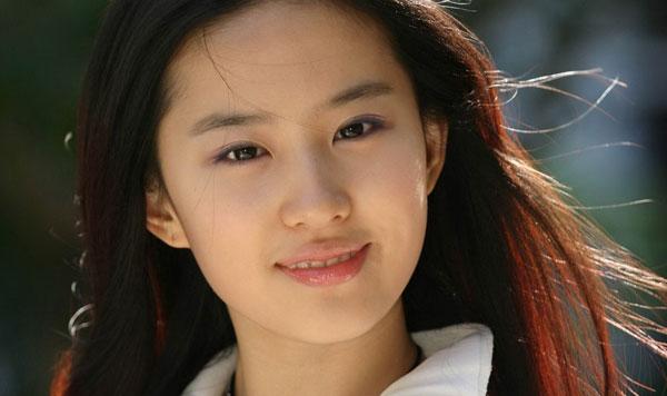 教育新闻滚动_搜狐资讯    赵雅芝,1992年在《新白娘子传奇》剧中饰演图片