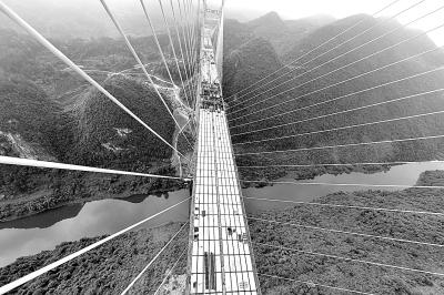 湖北恩来高速忠建河特大桥即将合龙