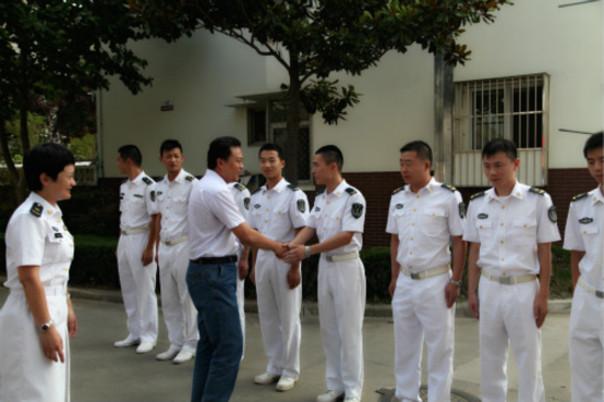 新城桥街道:走进军营 慰问驻军(组图)