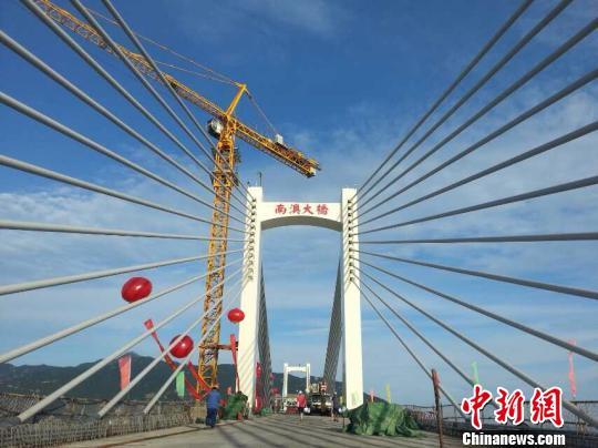 广东省最长跨海大桥南澳大桥正式开始合龙 组图