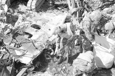 7月25日,澎湖空难搜救现场。新华社记者