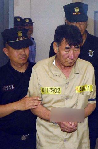 """资料图:""""世越号""""沉船船长李某作为被告人出庭。"""