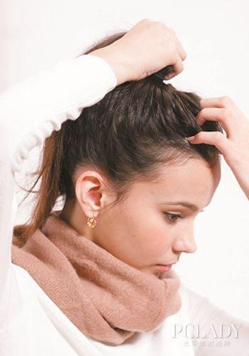 STEP2:头发往后梳绑