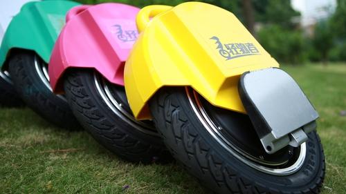 轻骑者电动独轮车让你在丛林中自由穿梭