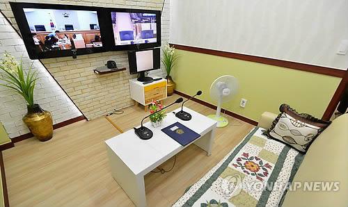 """韩国法院给""""世越号""""沉船生还学生提供的证人室。"""