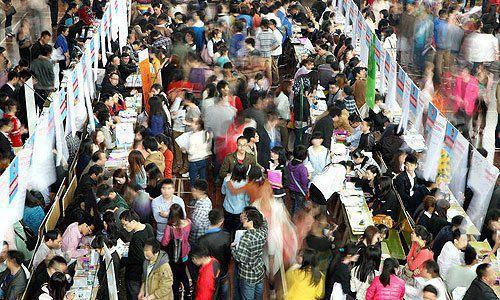 不久前,官方首度正式披露了调查失业率,6月末,全国31个大城市城镇调查失业率为5.05%,已连续4个月下降。