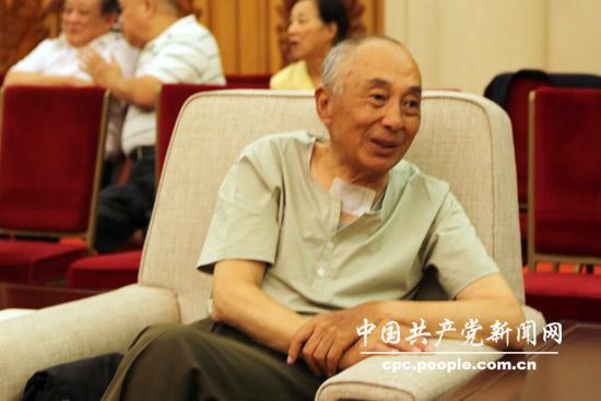 《开国元勋李井泉》新书发布会举行 多位红色后代出席