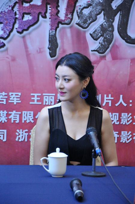 《战地狮吼》南京播出 陈廷嘉毫无惧色与蛇共舞