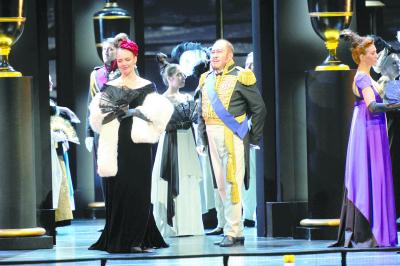 《奥涅金》亮相俄罗斯白夜艺术节,中国演员田浩江饰演公爵。(资料图)
